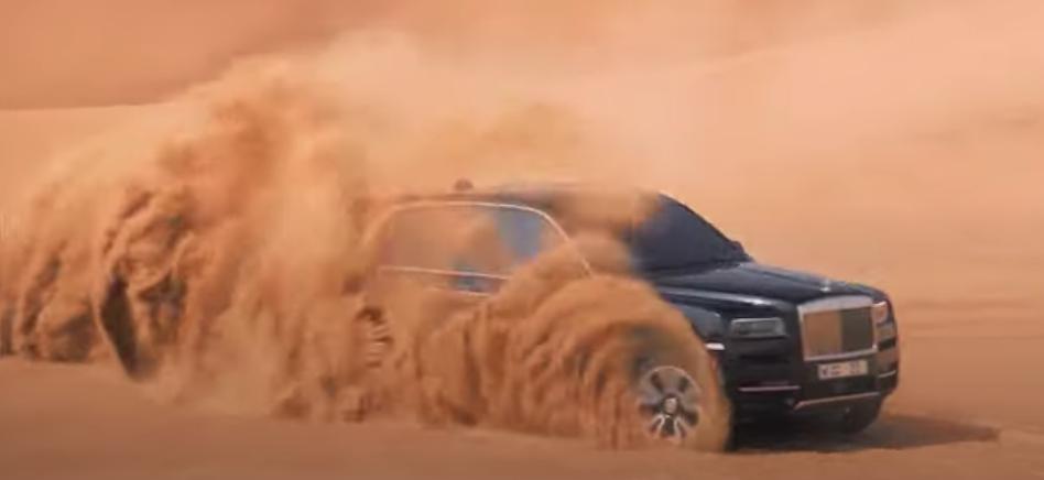 Rolls-Royce Cullinan | 4x4 | desert | Sapphire Black